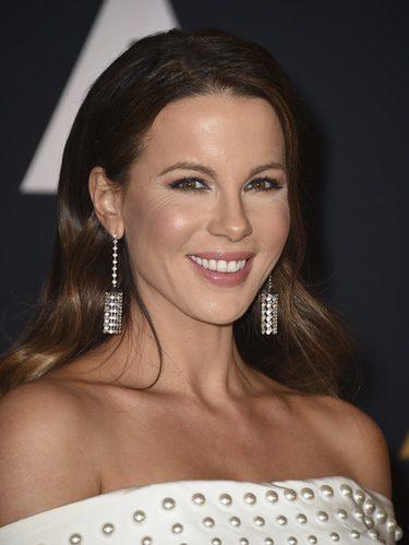Kate Beckinsale corrige las ojeras con un producto mucho más claro al de su color de piel