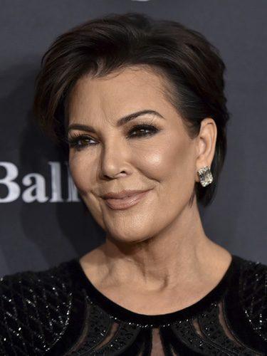 Kris Jenner con un makeup muy luminoso