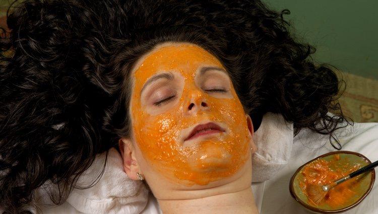 La mascarilla de zanahoria hay que quitarla con agua fría