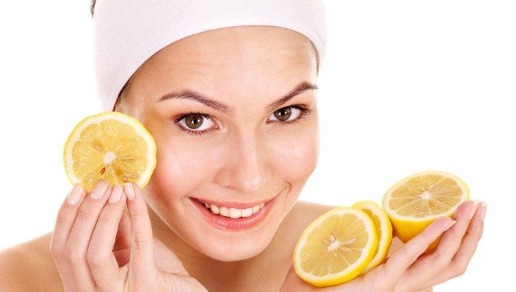 El limón lucha contra las arrugas y contra el acné