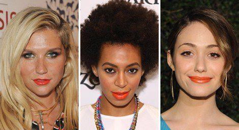 Kesha, Solange Knowles y Carlo Pazolini pintan sus labios con el color de moda