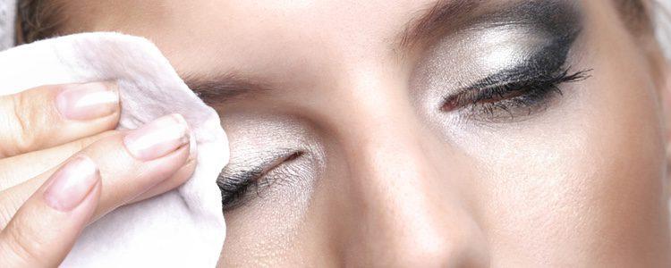 Elimina bien todo el maquillaje que te hayas puesto la noche anterior