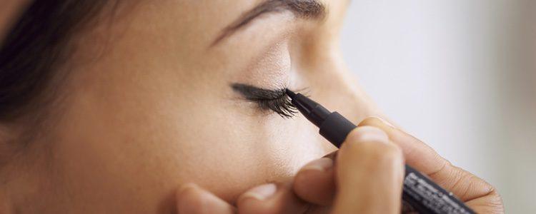 Utiliza rayas de ojo más claras que la habitual, así darás otro aire a tu mirada
