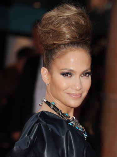 Jennifer Lopez con un moño cardado