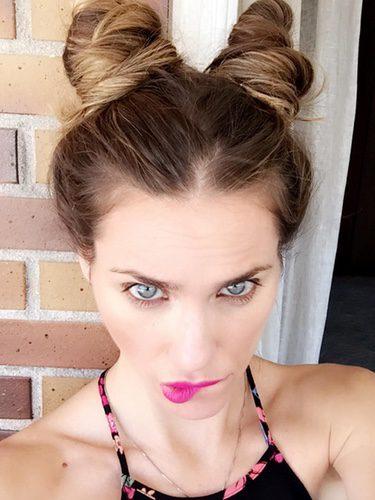 Vanesa Romero posa con space buns en su cuenta de Instagram