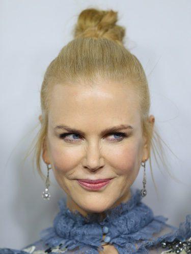 Nicole Kidman opta por un moño con patillas