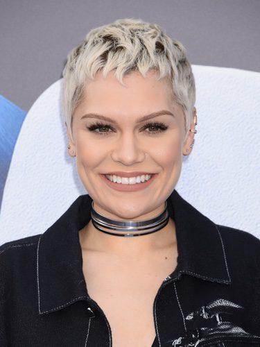 Jessie J con el pelo peinado en picos