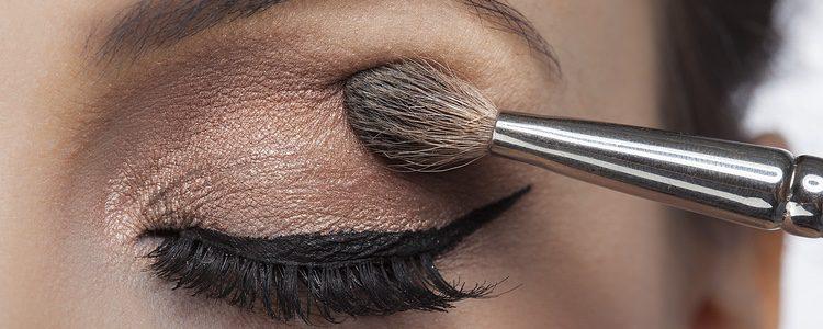 Nuestros ojos también requieren una preparación antes de aplicar el maquillaje