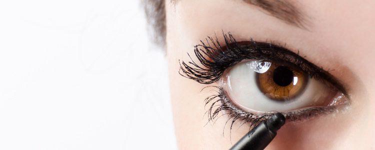 El delineado enmarca mucho los ojos y puedes elegir entre el superior, el inferior o ambos