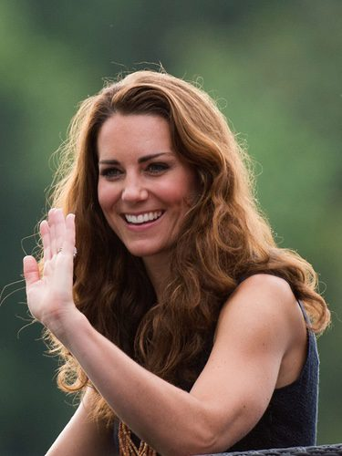 Kate Middleton muy natural con la melena rizada
