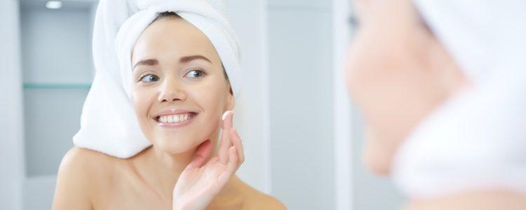 La piel grasa requiere una limpieza distinta a una piel seca