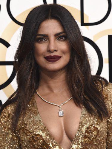Priyanka Chopra suelta su melena para los Globos de Oro 2017