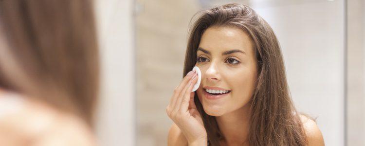 Es muy importante tener el rostro limpio antes de aplicar cualquier maquillaje