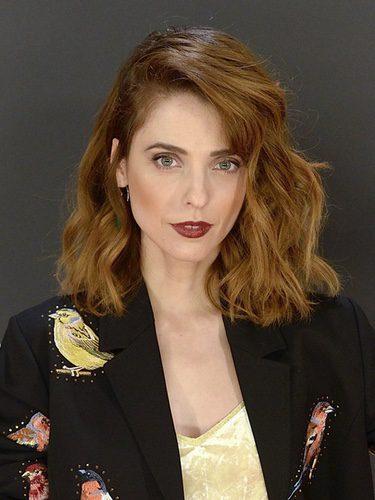 Leticia Dolera opta por un look edgy con melena ondulada