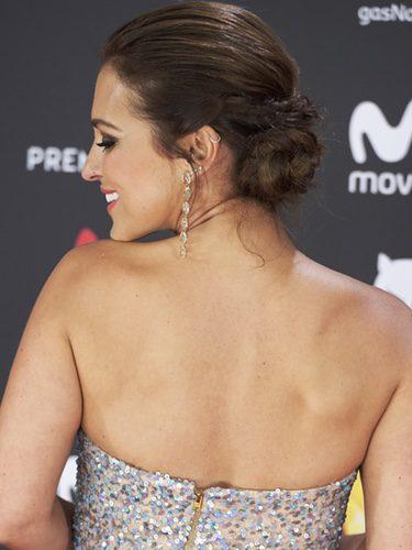 Paula Echevarría recoge su cabello en un recogido bajo