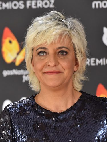 Eva Hache lleva una melena midi decolorada