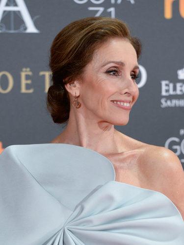Ana Belén apuesta por la elegancia del moño bajo