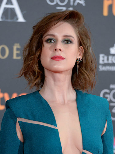 Manuela Vellés combina su look de ojos con su vestido