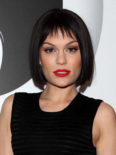 Jessie J con un flequillo corto y poco abundante