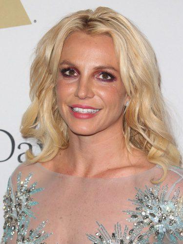 Britney Spears maquilla sus ojos de rosa
