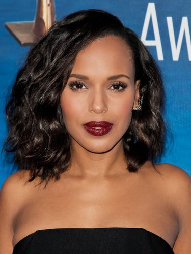 Kerry Washington  se decide por los labios burdeos