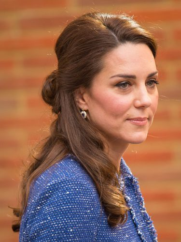 Kate Middleton con un semi recogido
