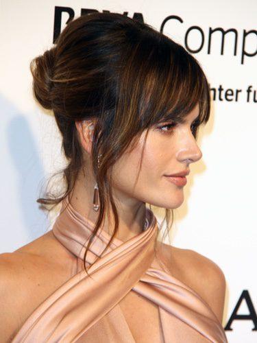 Alessandra Ambrosio se decide por el flequillo abierto