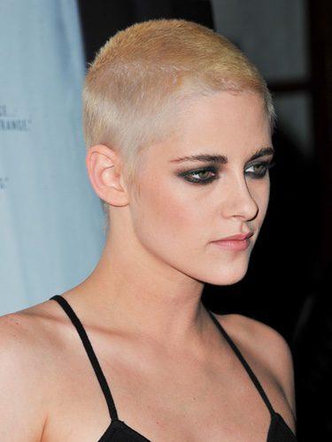 Kristen Stewart cambia completamente de look