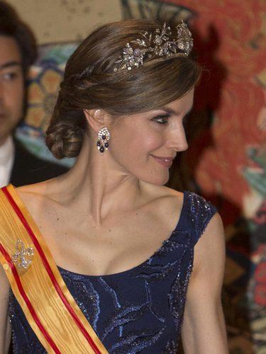 La Reina Letizia con recogido y tiara de diamantes