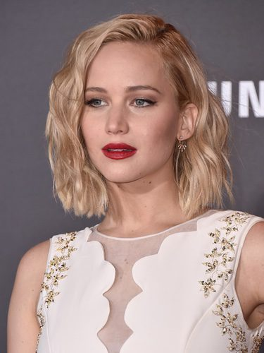Jennifer Lawrence con ondas surferas