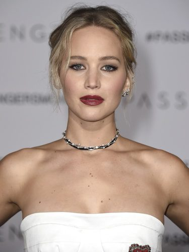 Jennifer Lawrence con recogido romántico