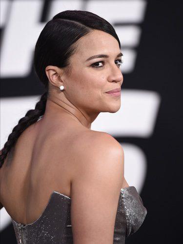 Michelle Rodríguez con trenza y flequillo lamido
