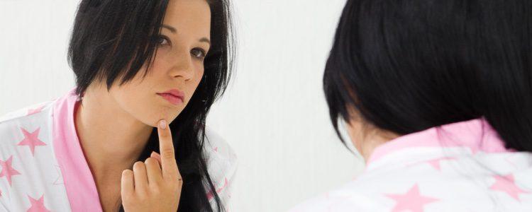 Un problema bastante habitual es tener que maquillarte cuando tienes la cara llena de acné
