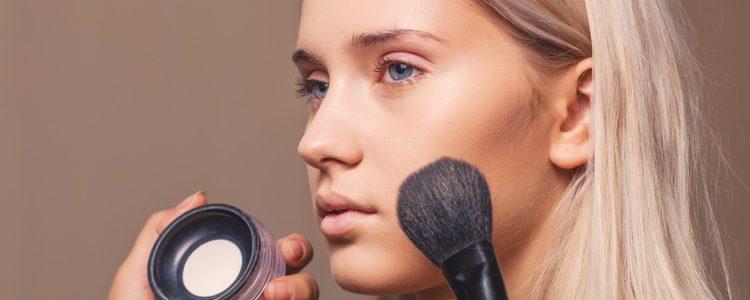 Dado que llevarás los brazos al descubierto deberás procurar que el maquillaje sea lo más uniforme posible