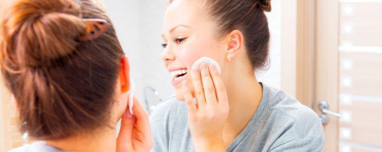 Elegir una base de un tono parecido al tuyo es muy importante para conseguir uniformidad en la piel