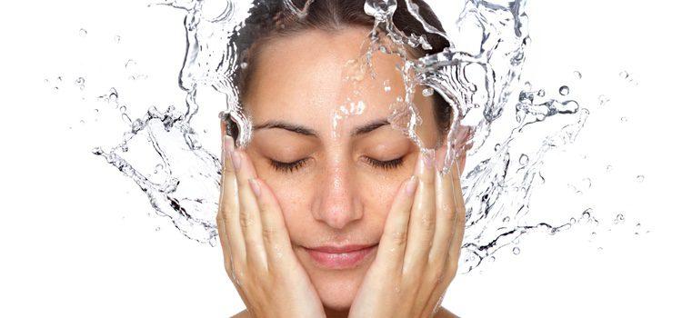 Lava tu cara siempre con agua tibia
