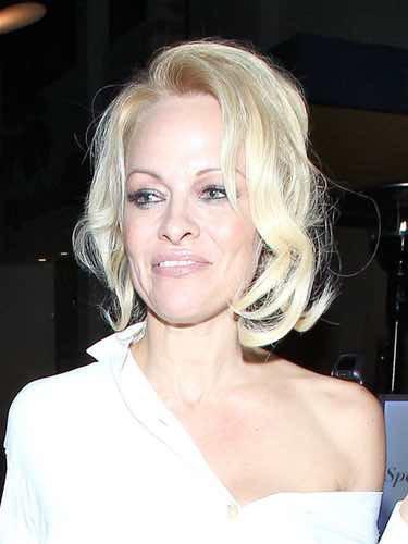 Pamela Anderson con pelo corto