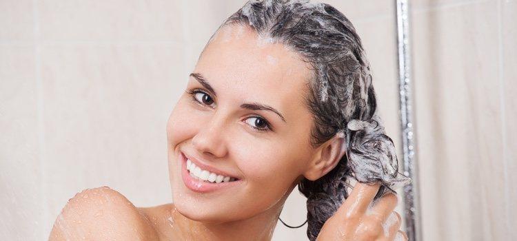 Hay que lavarse el pelo con un champús sin sulfatos