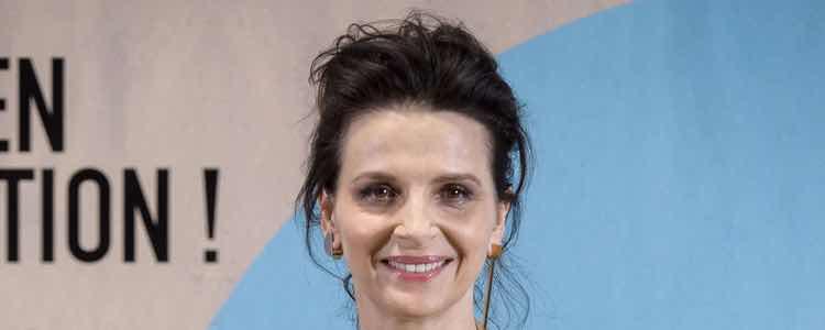 La actriz con un recogido despeinado