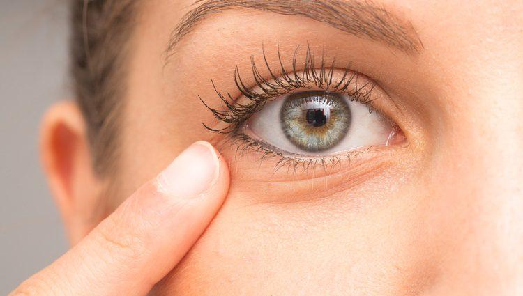 Optar por un maquillaje en tonos claros y natural