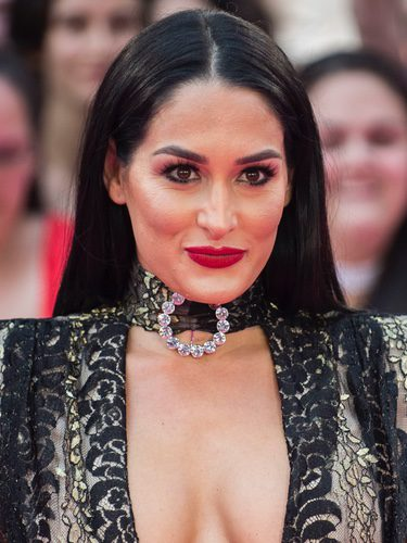 Nikki Bella con un maquillaje muy recargado