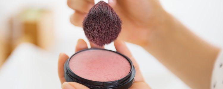 El colorete te ayudará a dar más color a tu rostro