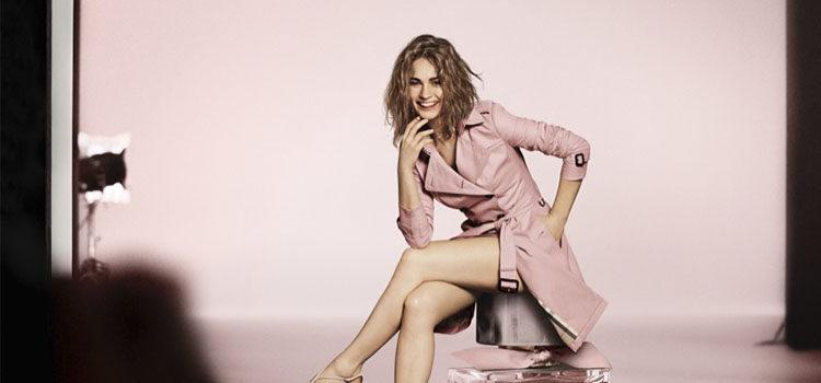 La actriz Lily James como rostro de la campaña de 'My Burberry Blush'