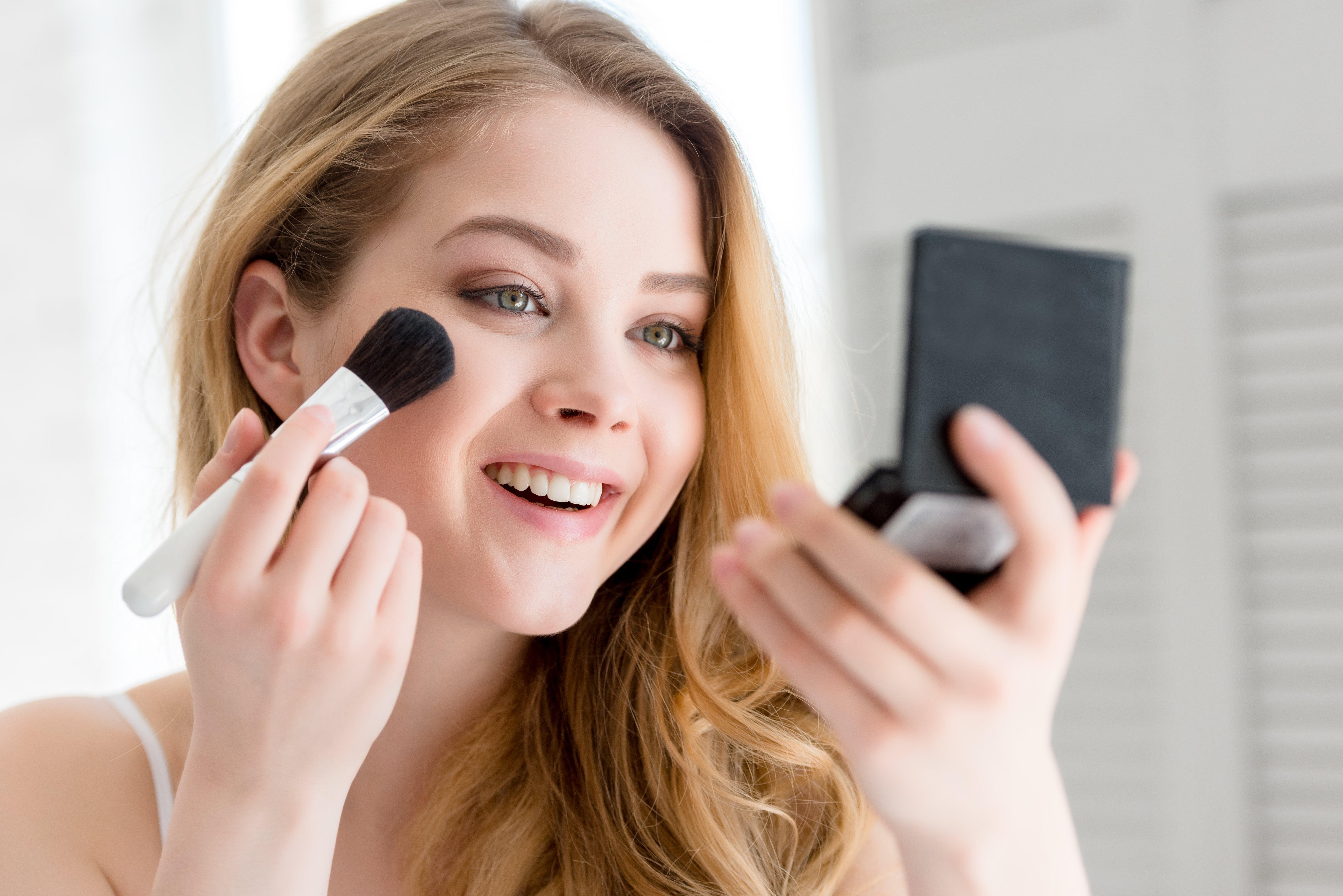 Los polvos bronceadores ayudan a mejorar el color de tu piel