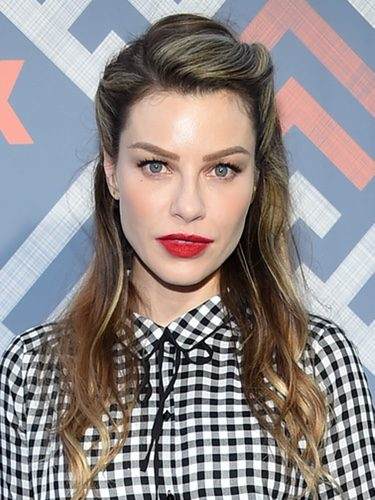 Lauren German con look pin up