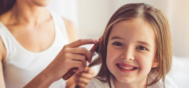 Las niñas probablemente tengan un poco más de dificultad para arreglarse el pelo