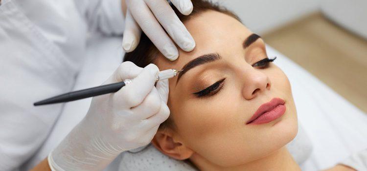 Antes de maquillar las cejas es necesario depilarlas