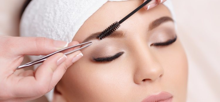 Analiza bien tu rostro antes de coger la pinza porque no hay rectificación posible
