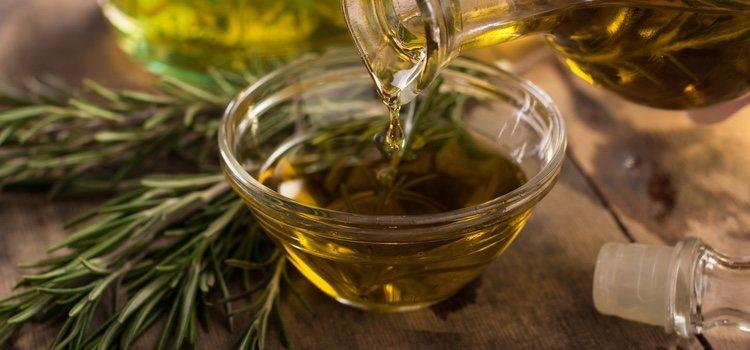El aceite de romero hará crecer tu cabello y reparará tus puntas abiertas