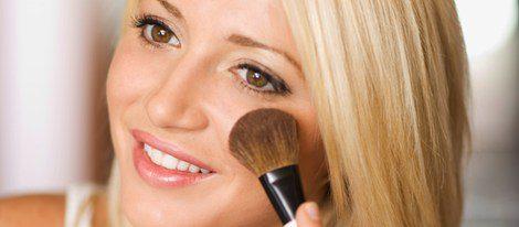 Los polvos traslúcidos sirven para sellar el maquillaje